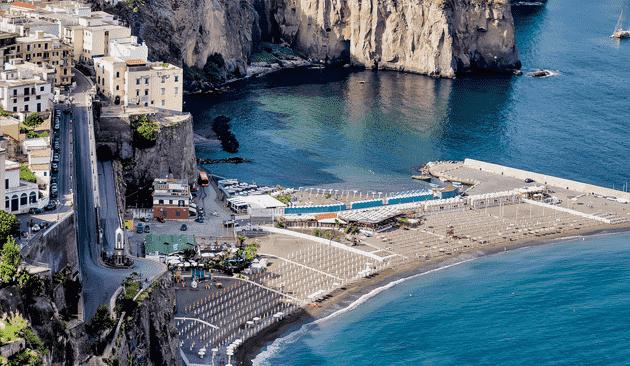 Praias na Costa Amalfitana na Itália