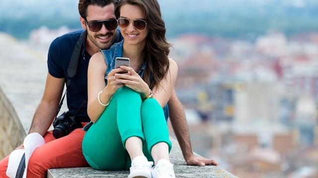 Usar o celular em Amalfi