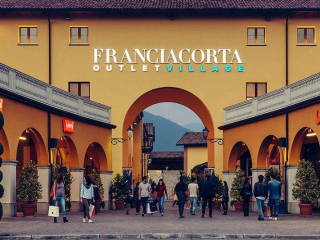 Ingressos para tour de compras por Franciacorta Outlet Village em Milão