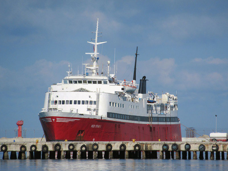 Embarcação da Red Star Ferries entre Itália e Albânia