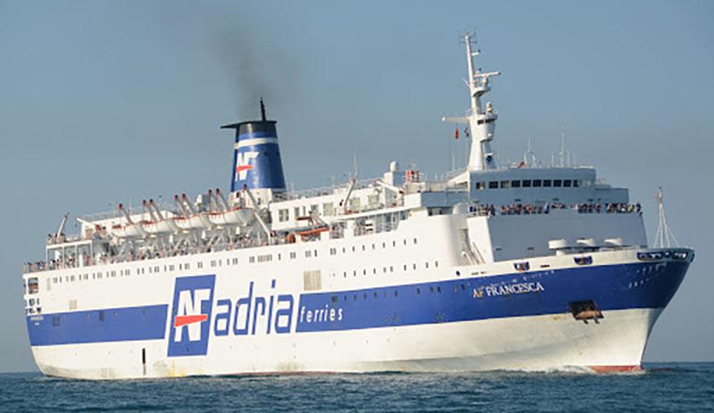 Embarcação da Adria Ferries