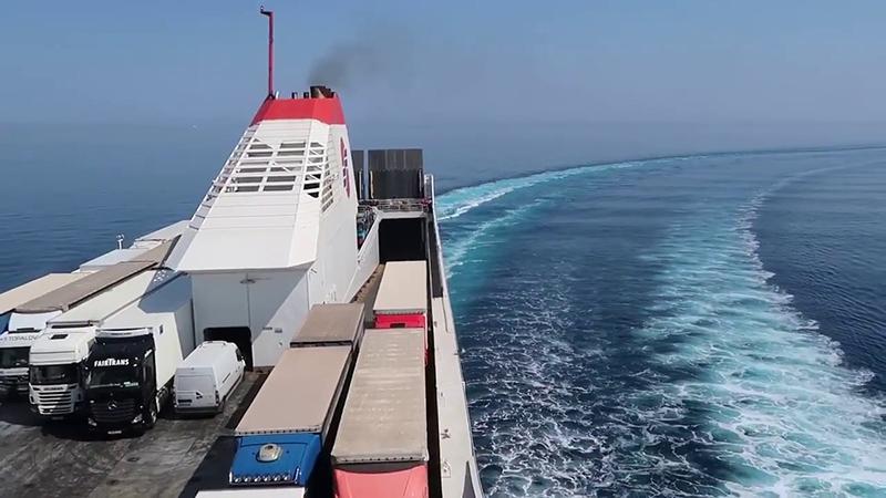Ferry seguindo viagem para a Grécia