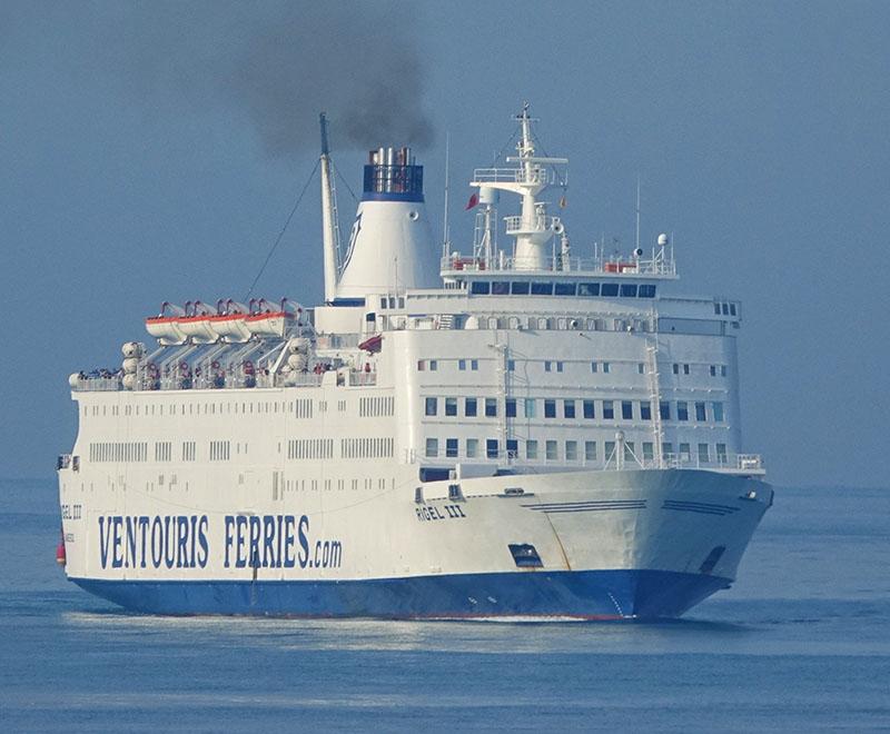 Embarcação da Ventouries Ferries